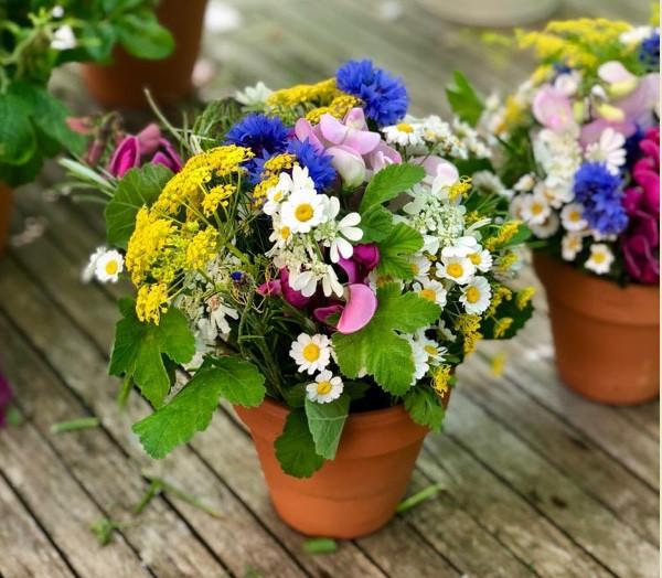 Francesca Sharp Flowers use delicate flowers in smaller arrangements