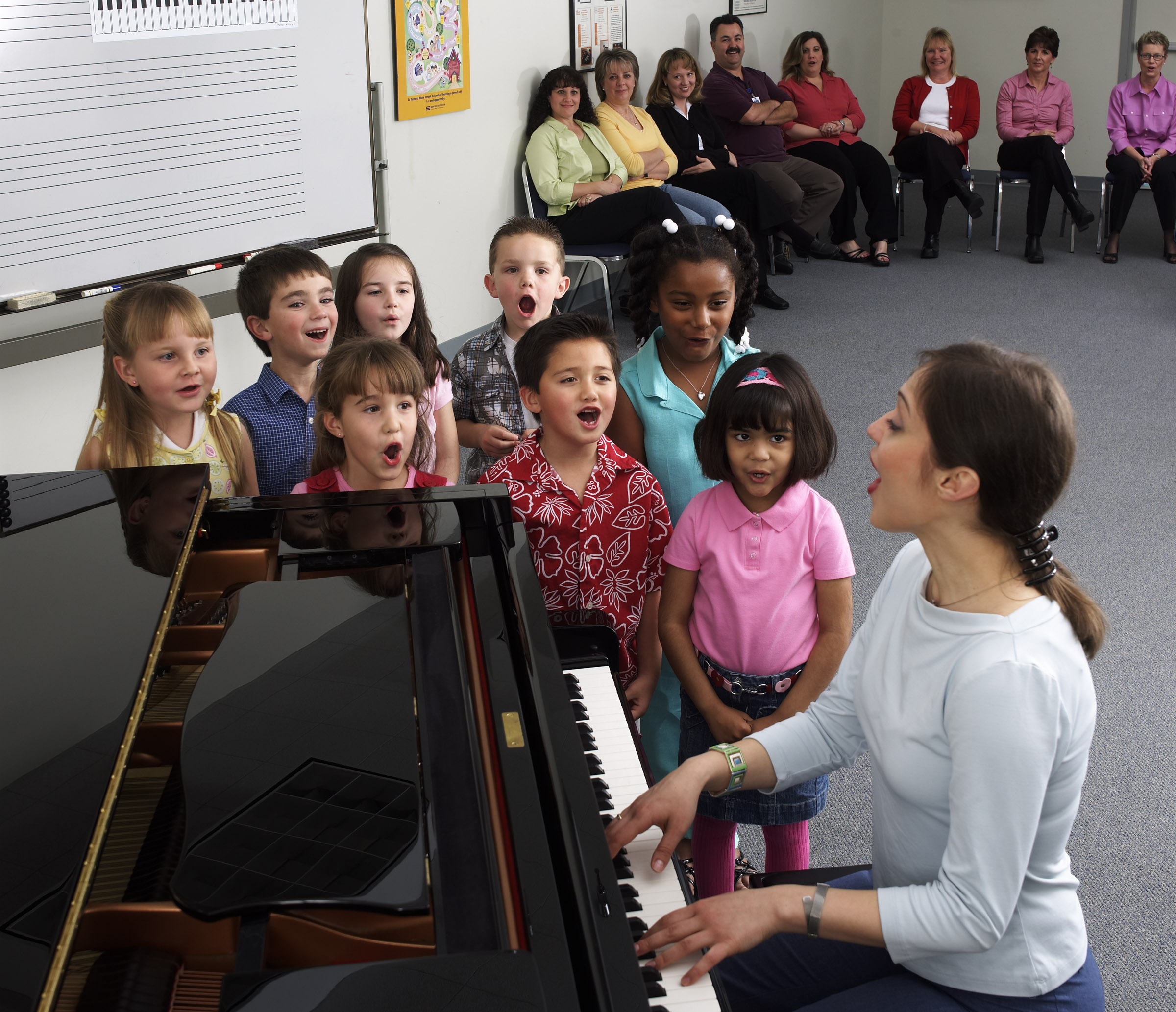 YMES_Class_singing_at_piano_20120925032215707