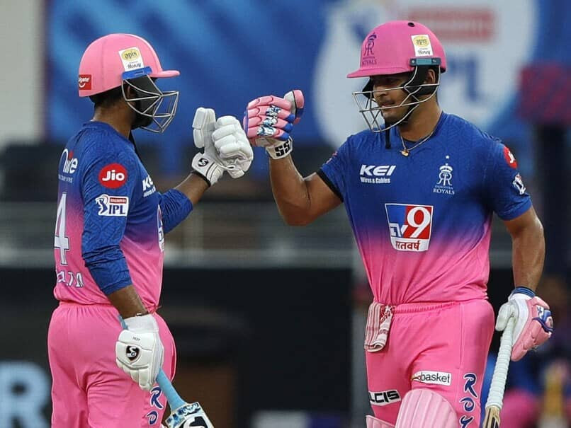 In the 26th match of the Indian Premier League (IPL) 2020, Rajasthan Royals (RR) beat Sunrisers Hyderabad (SRH) by 5 wickets at Dubai International Cricket Stadium. When fans were on the verge of giving up their hope for RR's win today, Rahul Tewatia and Riyan Parag saved the day with their wonderful partnership. Ben Stokes, who was playing his first match today in the 13th edition of IPL for the RR, remained unsuccessful to shine as he failed with the bat while also being unable to grab any wickets today. Skipper David Warner and Manish Pandey's average innings allowed the SRH to set a decent target of 159 runs for the RR to chase. SRH bowlers dominated and destroyed the top batting line-up of RR today but remained unsuccessful in stopping the might of Tewatia and Parag's bat. With today's win, Rajasthan Royals now stands at the 6th position in the points table of IPL 2020.