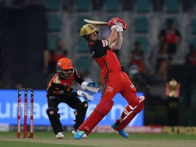 In the Eliminator match of the Indian Premier League (IPL) 2020, Sunrisers Hyderabad (SRH) beat Royal Challengers Bangalore (RCB) by 6 wickets at Sheikh Zayed Stadium in Abu Dhabi. Kane Williamson shined as his amazing knock of undefeated 50 runs off 44 balls allowed SRH to chase down the target given by RCB tonight in the last over. While the rest of the RCB's batting line-up played a disastrous game, AB de Villiers' brilliant knock of 56 runs off 43 balls allowed them to set a low target of 132 runs for the SRH to chase tonight. Jason Holder grabbed 3 huge wickets while Thangarasu Natrajan also remained successful in grabbing 2 wickets for the SRH tonight. With tonight's win against RCB, SRH has now made it into the Qualifier 2 match, to be played against DC.
