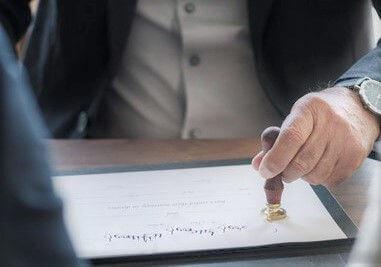 ¿Cuál es la diferencia entre una traducción legal, jurada, certificada, NAATI y especializada?