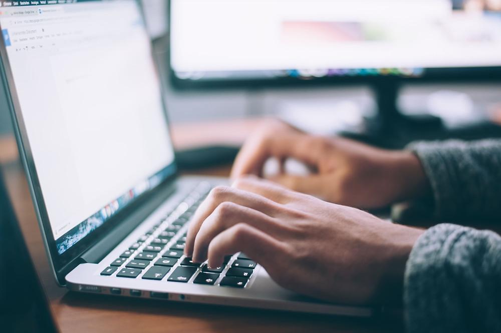 Escribir un CV para un trabajo puede ser intimidante, ¡pero también es una oportunidad muy emocionante para mostrar tus habilidades! ¿Tiene más preguntas sobre CV en inglés? Usa la sección de contacto para asesorarte.