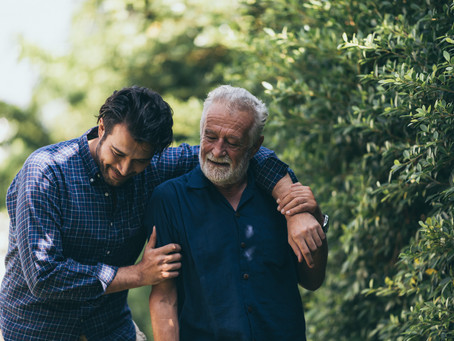 Things to Consider When Choosing Between Home Healthcare or Assisted Living
