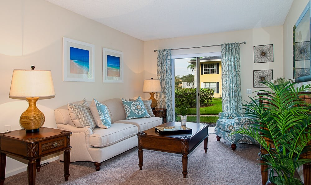 living-room-at-our-senior-living-community-at-delray-beach