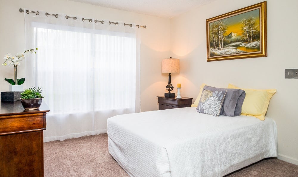 bedroom-at-our-senior-living-community-at-delray-beach