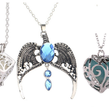 Pendant Set Gift With A Hollow Out Heart Crystal Glow In The Dark Pendant, A Hollow Tree of Life Cube