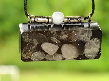 blong Quartz Crystal Orgonite Amplified Awareness Clarity Energizing Hubbering Pendant