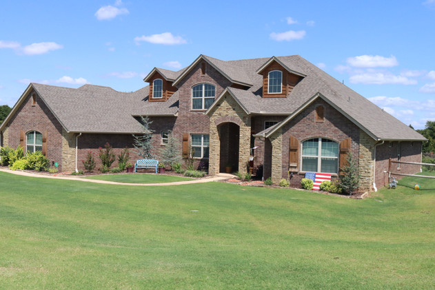 Residential Landscape Maintenance by Red Valley Landscape & Construction in Edmond
