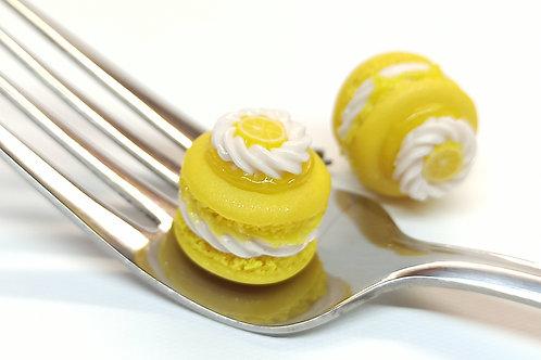 Lemon Meringue Macaron