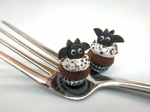 Chocolate Cookie Bat Cupcake