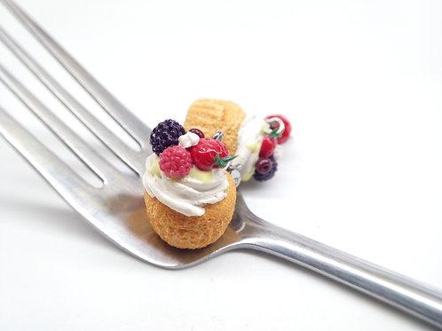 Summer Pavlova Cupcake Charm