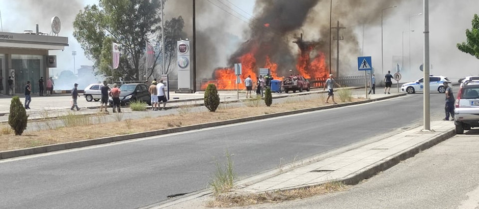Αγρίνιο-έκτακτο: αναστάτωση από μεγάλη φωτιά κοντά στην εθνική οδό