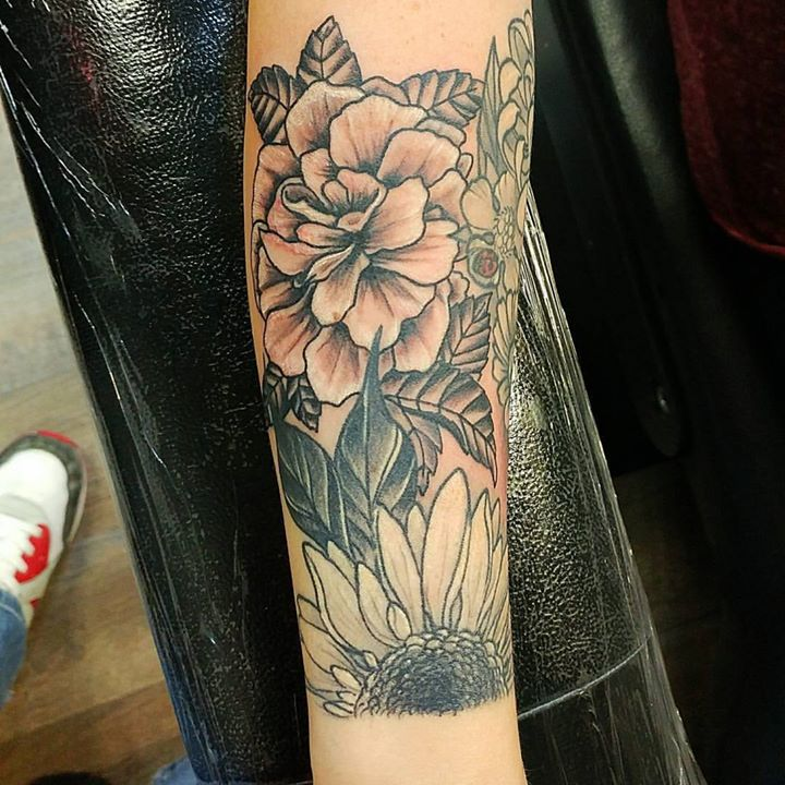 I want to do more black and grey flowers #inktherapynj #inktherapy #flowertattoo #spotswood #jamesbu