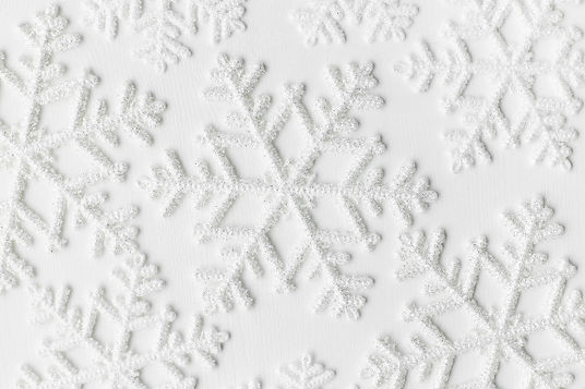 snowflakes-white-surface_144627-33728.jp