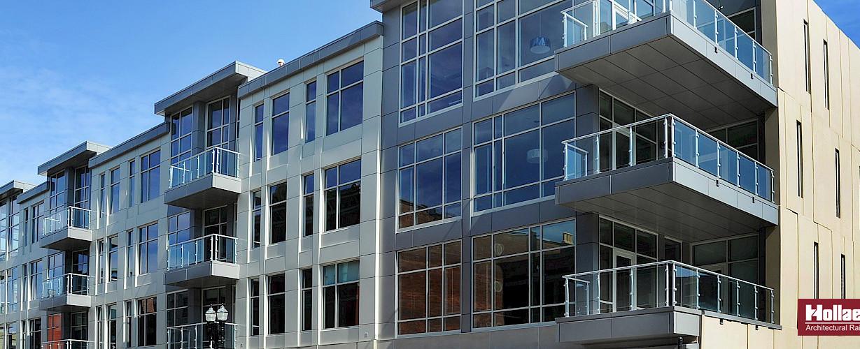 aluminum_balcony_railing.-slide (1).jpg