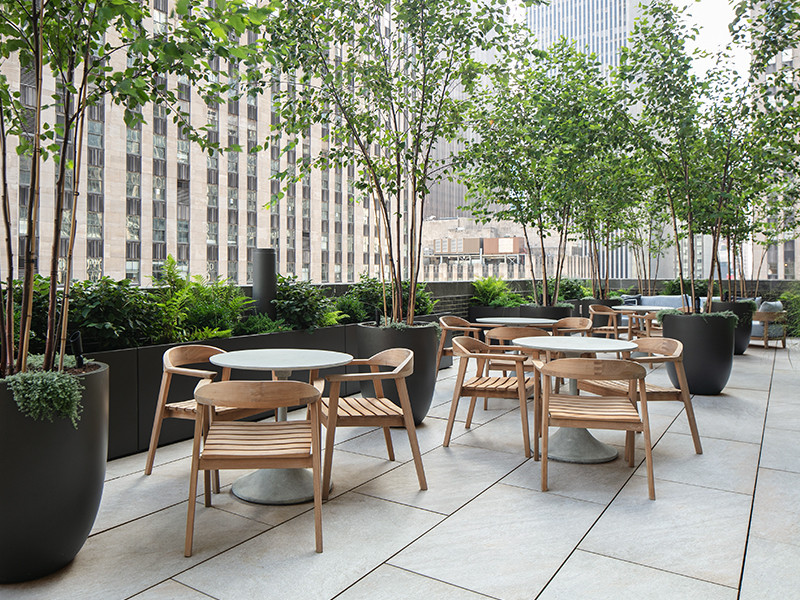 Elevated roof deck with porcelain pavers