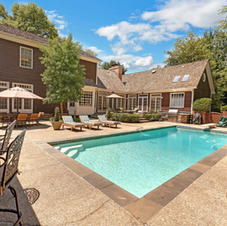Sparkling Pool, Pool House