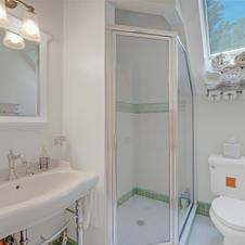 Apartment w/Bath, Skylights
