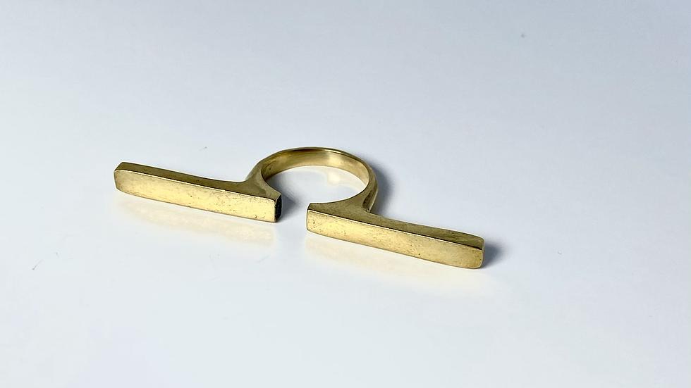 Showstopper Bar Ring
