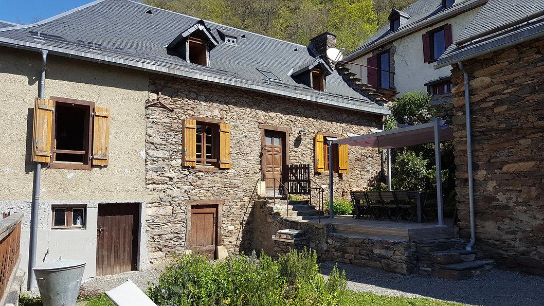 Gîte de La Prade avec sa terrasse et un accès