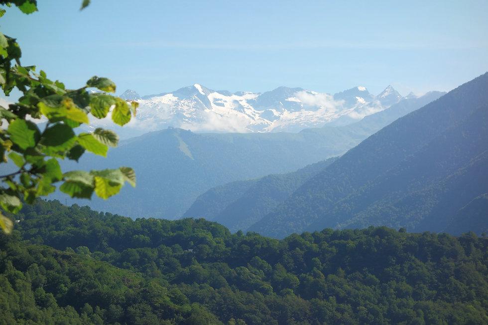 La vue sur le Massif Pyrénéen depuis les Gîtes du Petit Toun, situé à 10km de Luchon.