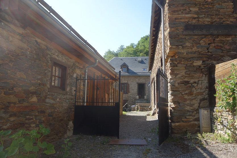 L'entrée des Gîtes du Petit Toun, situé en Haute-Garonne à 10 km de Luchon.