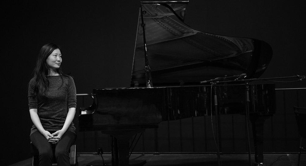 mit klavier.JPG