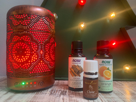 10 Essential Oil Blends to Get into the Holiday Spirit