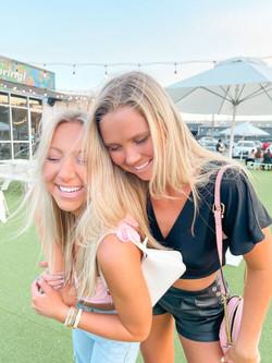 Olivia & Svea