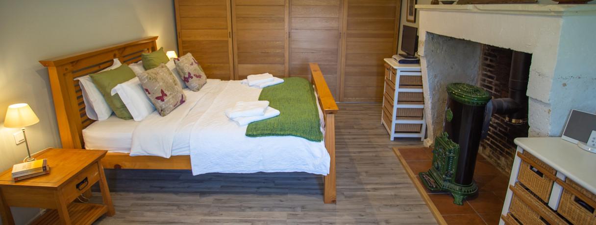 Kind size bedroom