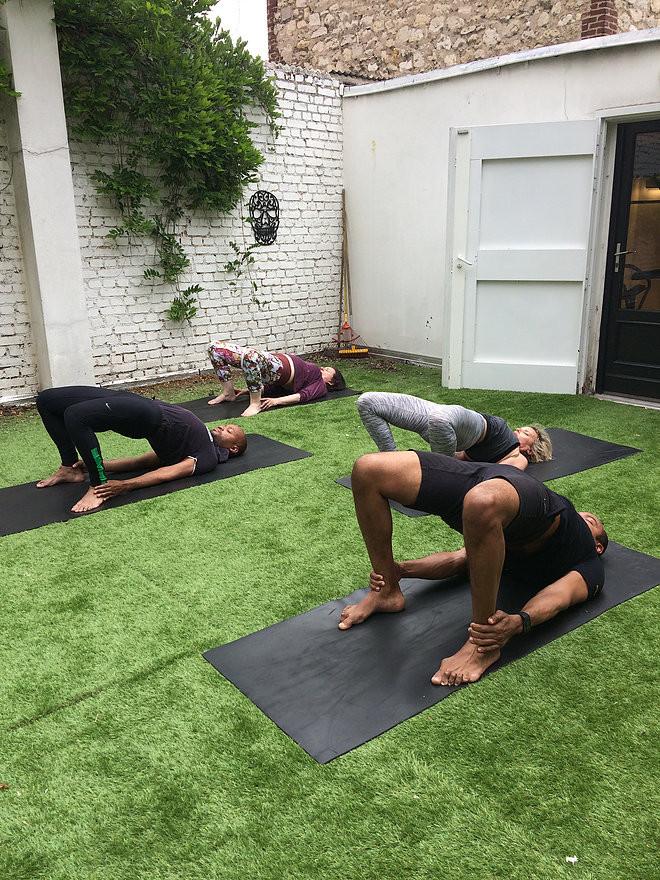 Mes élèves lors d'un cours de Hatha Yoga à l'Atelier Kbox de Boulogne