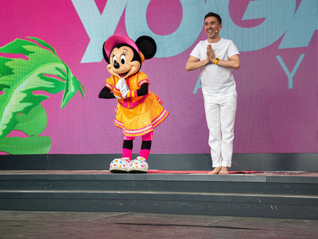"Alors, c'est comment de travailler ""Chez Disney"" ? INTERNATIONAL YOGA DAY 2019 à Disneyland Paris"