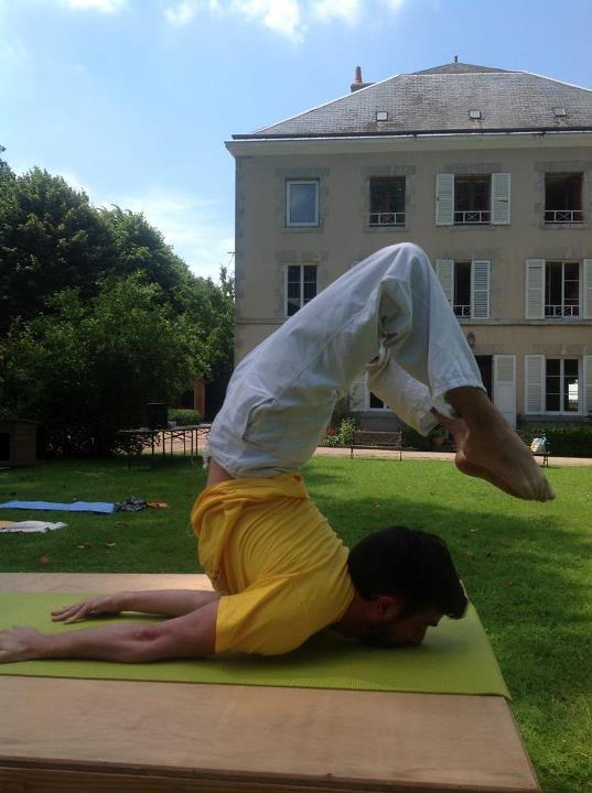 Yoga Sauterelle