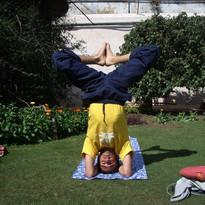 "Formations de professeurs Sivananda, Inde, Vrindavan, 2007, Posture sur la tête, Sébastien ""Ganesha"" Cierco"