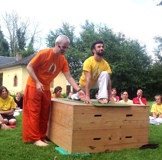 "Semaine de révision des professeurs de Yoga Sivananda, 2012, Sébastien ""Ganesha"" Cierco"