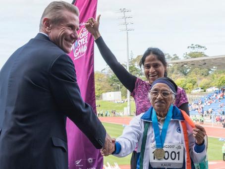 WMG 2017 : Sergueï Bubka remet la médaille d'or du 100m à Man Kaur (IND) 101 ans, catégorie +100 ans