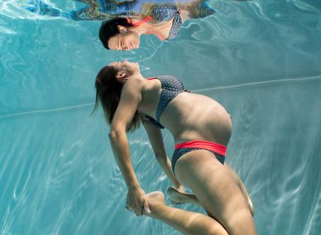 Séance photo grossesse aquatique