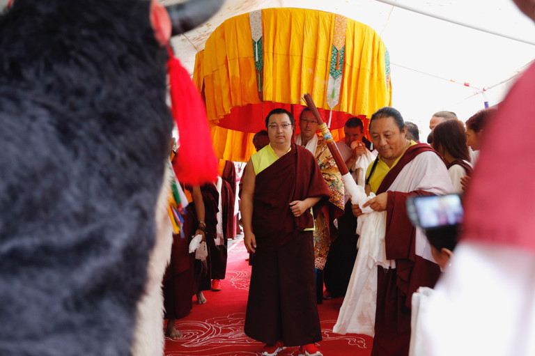 His Holiness arrives at Thegchok Ling