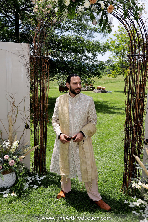 indian-groom-waiting-for-first-look-delh
