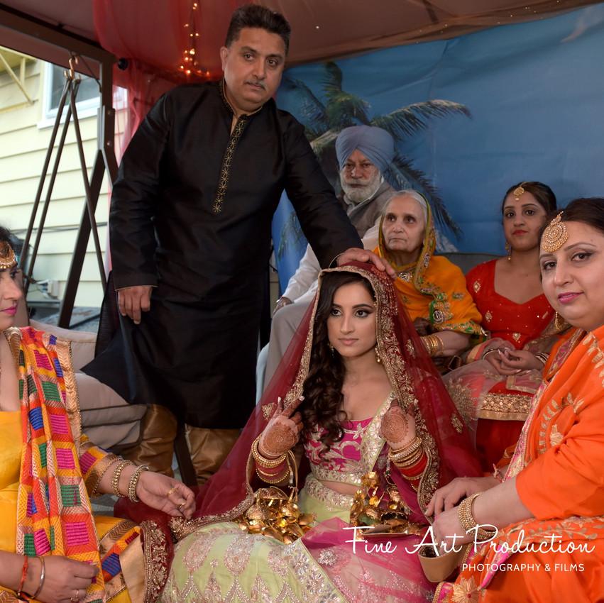 Indian-Wedding-Sangeet-Deewan-Fine-Art-Production_29
