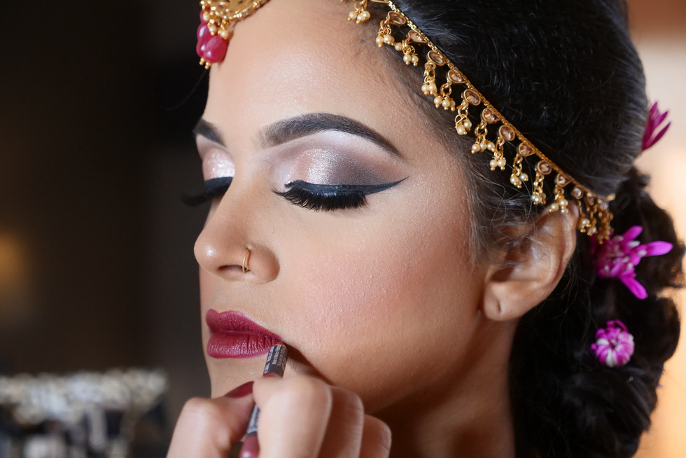indian-bride-getting-ready-pictures_95.J