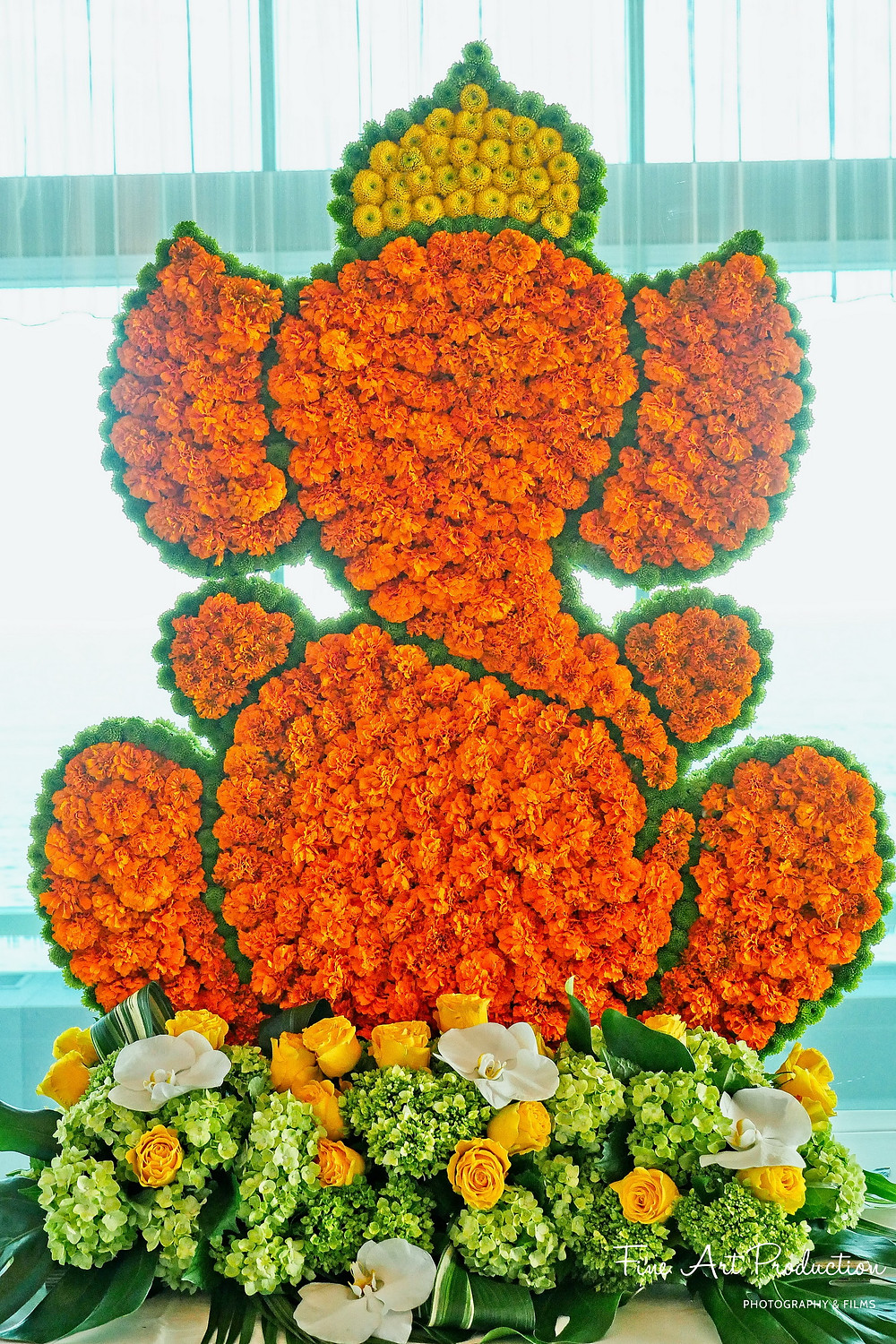 lord-ganesh-fesh-flowers-wedding-stage-indian-wedding-photographer