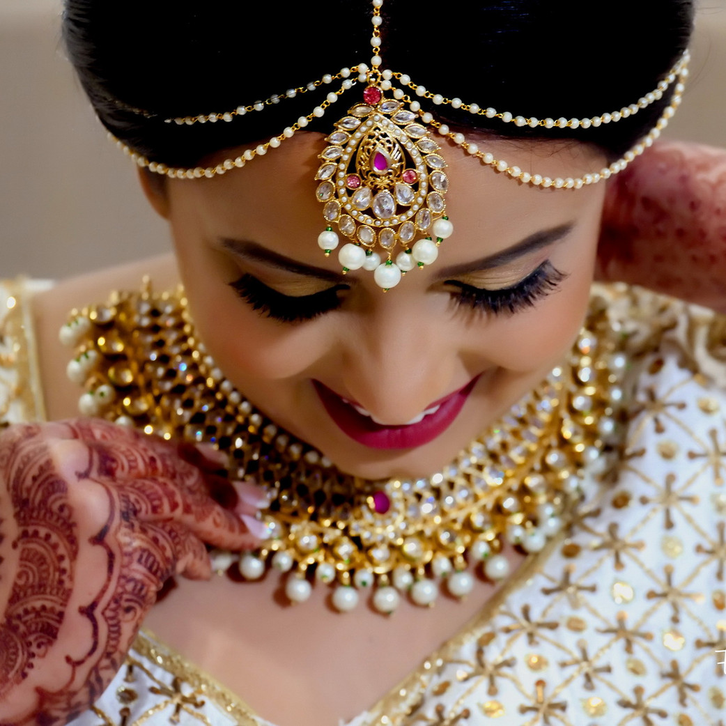 indian-bride-getting-ready-pictures_161.