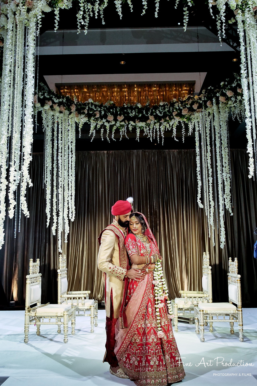 indian-wedding-decor-ideas-tall-mandap-fresh-flowers-hilton-orlando-indian-wedding-photography-fine-arts-productions-lake-mary-orlando-miami-new-york-wedding-photographer