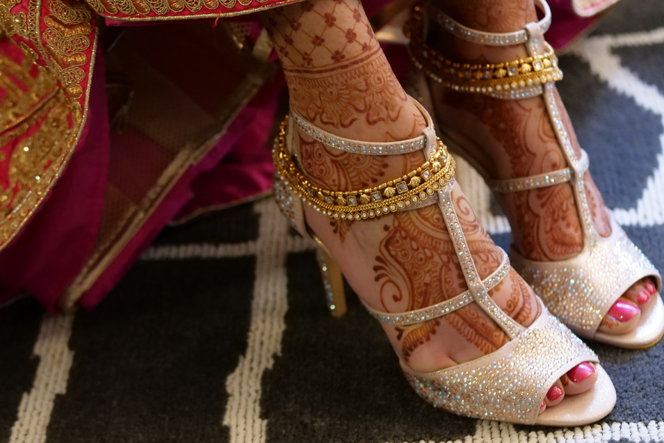 bridal-henna-on-her-feet