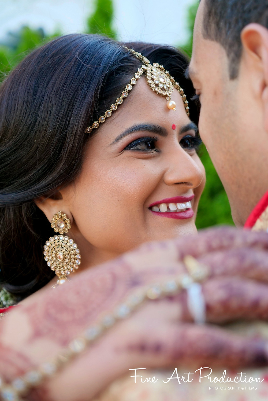 royal-indian-bride-portrait-gujarati-wedding-pre-wedding-photo-session-chirali-thakkar-fine-arts