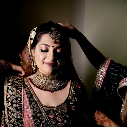 indian-bride-getting-ready-pictures_195.