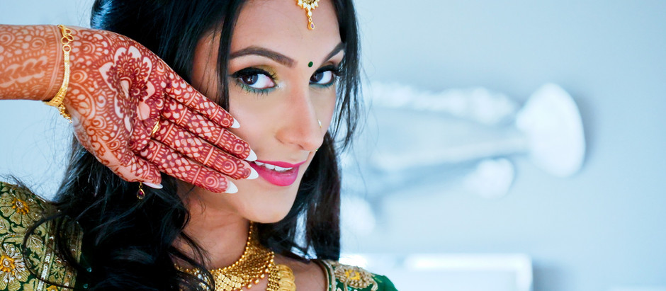 Best Indian Wedding Mehndi Ceremony Poses every Bride-to-be should Bookmark - Fine Art Production