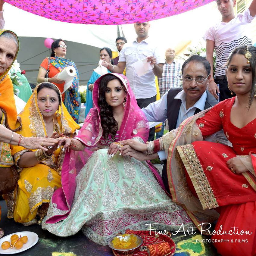 Indian-Wedding-Sangeet-Deewan-Fine-Art-Production_19