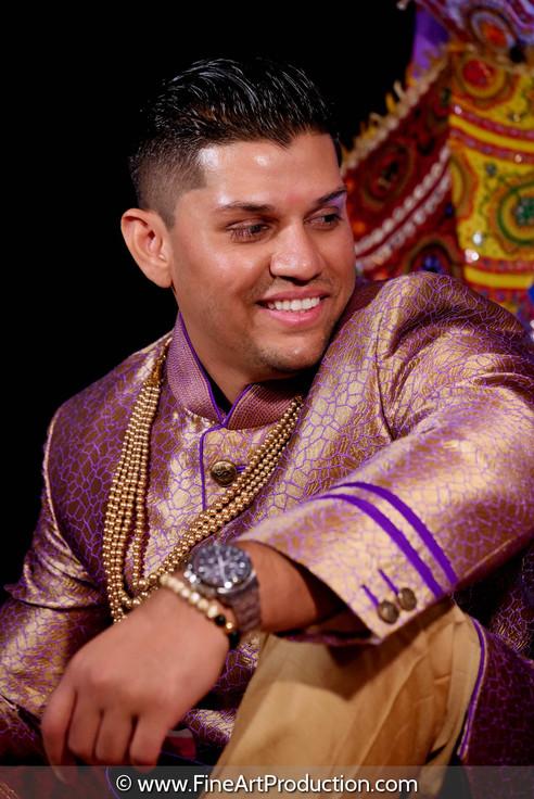 indian-groom-solo-portrait-garba-day.jpg